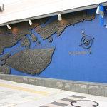 レストラン ストックホルム - ストックホルムの景観を銅盤でデザインした外壁