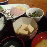 はっとり - 刺身定食1000円。刺身がうまい!