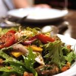 島之内フジマル醸造所 - 大羽イワシのマリネと葉野菜のサラダ 焼き茄子のドレッシング