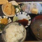 お食事処 どんぶらー - スズキのお刺身と天ぷらご膳