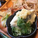 モクモク - お豆腐もお塩で食べれるぐらいおいしいです。