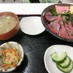 まるへい - マグロ丼全貌 800円