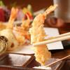 天ぷら割烹 うさぎ - 料理写真:目の前で揚がった新鮮な旬の食材に舌鼓!3種類の塩は日替わりで。