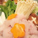 天政 - 鱧しゃぶ(鱧ちり?)です。                             良質な蛋白質とミネラルを摂取できる夏のスタミナ食ですね♪