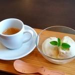福菱 Kagerou Cafe - アフォガード バニラアイスにエスプレッソをかけてお召し上がりください。