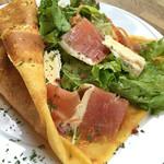 ロンドクレープリー - スペイン産生ハムとゴルゴンゾーラチーズのサラダクレープ