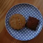 53916774 - ピーナツバタークッキー(左)