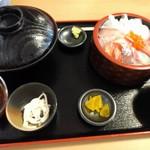 53918027 - 本日の海鮮丼定数