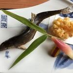 つつじの茶屋 - 鮎の塩焼き、トウモロコシの天ぷら
