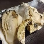 波瀾万丈 - 仙鳳趾焼き牡蠣。なんか泥臭い味でいまいち