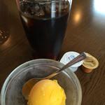 ロシータ - マンゴーシャーベットとアイスコーヒー