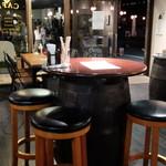 チェレステ - 店内中央テーブル席