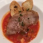 銀座びいどろ - メイン:イベリコ豚のソテー ピストソースでトマトの風味が美味しいです。イベリコ豚はちょっと小ぶりであまり印象無しです。(2、3口で無くなる)