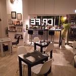 LatteArt-Bar Z.E.R.O - 夜はダウンライトで落ち着いた雰囲気で夜カフェや、お酒をお楽しみください☆