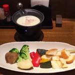 北の味紀行と地酒 北海道 - ズワイ蟹入りチーズフォンデュ