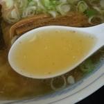 大沼食堂 - 中華そば¥550のスープ(H28.7.21撮影)