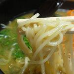 とんぺい - 麺はスクエアーな中細ストレート