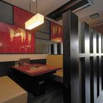焼肉平城苑寛雅亭 - テーブル席はすべて半個室となっております。
