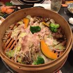和食グルメ居酒屋 伊勢屋 - 京都産もち豚バラ肉と旬野菜のセイロ蒸し