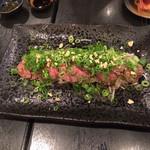 和食グルメ居酒屋 伊勢屋 - 牛肉のたたき たっぷりネギぽん酢