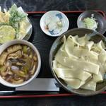 花音里 - きのこ汁うどん天ぷら付き・川幅(850円)