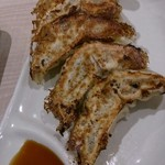 麺屋 たけ井 R1号店 - 餃子(本当は6個で出てきます。1つ食いました)