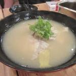 大阪屋台居酒屋 満マル - 最後はお味噌汁をいただいてこの日の2次会は終了。  しかし焼酎を2本空けたのに4人で10000円いかなかったのにはビックリの値段設定でした。