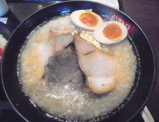博多とんこつ 笑い豚 - 「豚郎」(1000円)+「半熟味付玉子」(150円)