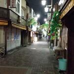 インドレストラン&バー ガジニ Ghajini - 夜更けの商店街