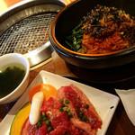Kandaenzou - 石焼ビビンバとカルビ焼肉セット 1430円