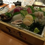 てしごと家 - お造り五点大漁盛合わせ(2貫) 1350円