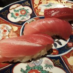 Sushihijikata - まぐろ三種: 漬け、中とろ、大トロ。