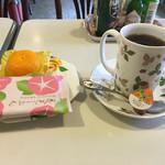 秋桜 - 料理写真:ブレンドコーヒー お茶菓子付きで430円