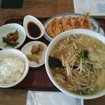 53946245 - B定食(ワンタン麺) +焼餃子