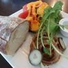 カフェレストラン マシェリ - 料理写真:ハーブでマリネした鶏肉のオープンサンド