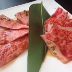清香園 与野本町店 - こっちは、1,500円のお肉。左が上、右が普通。