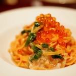 天満ロマンチック食堂 - 炙りサーモンとこぼれイクラの生パスタ
