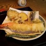 53953734 - 大きめの皿を海老が横断してしまう大きさ!