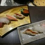 53954354 - 上寿司5貫と炙り3貫盛り。