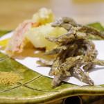 53958905 - ・味女(アジメ)ドジョウの唐揚げと季節野菜の天麩羅