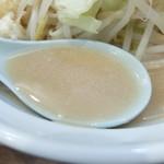 爆麺亭 - スープ
