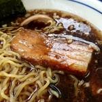 らぁめん こもん - 黒の醤油 チャーシューアップ(2016/07)