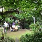 PATE屋 - 中庭でマルシェ