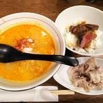 ITADORI - 担々麺 豚しゃぶトッピング&サーロインステーキ丼(ハーフ)