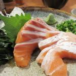 yakitorirobatayakigenki - サーモン(腹身)の刺身。