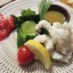 yakitorirobatayakigenki - 夏が旬の鱧の湯引きです。