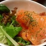 洋食食堂 丸一 - サーモンのカルパッチョ