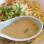 黒田屋 原店 - スープはお店が謳ってある通り、確かにコク旨です。                             魚介の味が濃く出てます。                             ベースはオリジナルの豚骨スープだそうです。