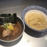 豚骨一燈 - 料理写真:王道の濃厚魚介つけ麺