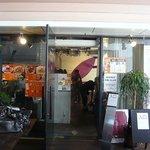 オステリア ラ フォッリア デルソーレ - お店の入口です。このお店は元々松屋町にあったみたいですね。 2007年6月9日まで営業して6月27日に、このなんばこめじるしでグランドオープンしたようです。